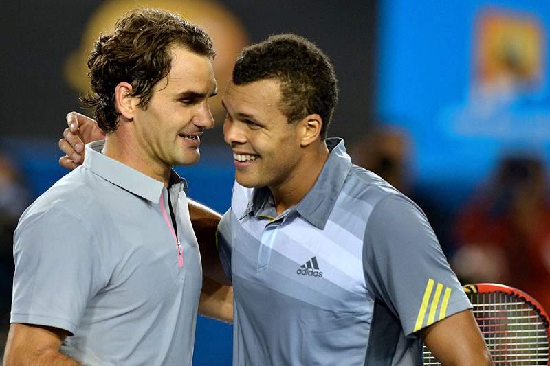 Federer vence Tsonga em cinco