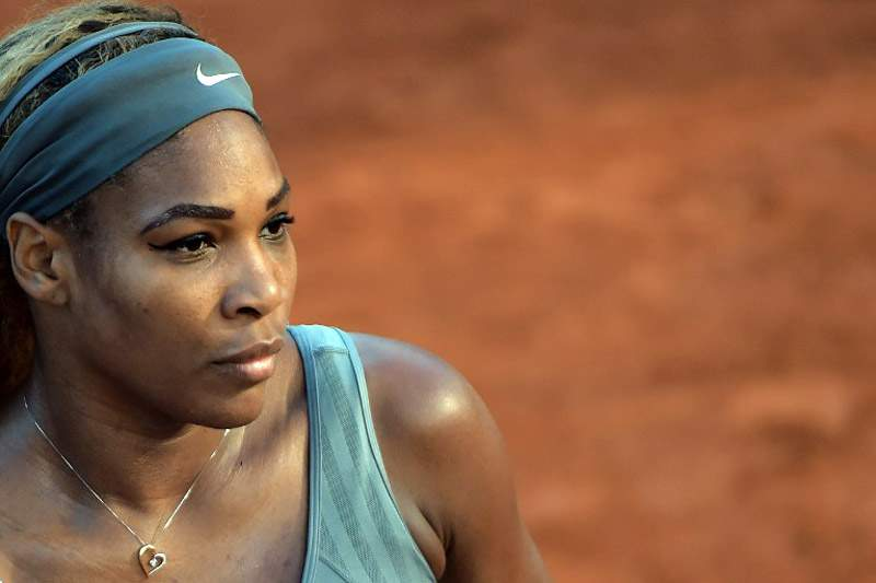 Serena Williams tenta revalidar o título
