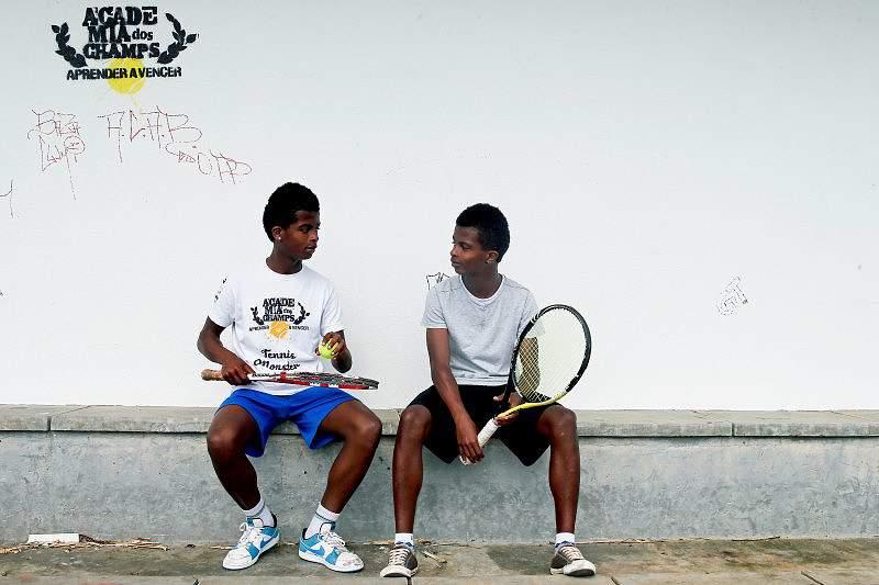 O sonho do ténis num court na Outurela