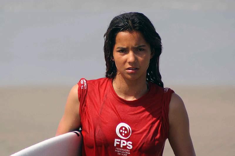 Teresa Bonvalot em alta nas ondas do Equador