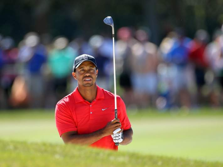 Tiger Woods recupera liderança do