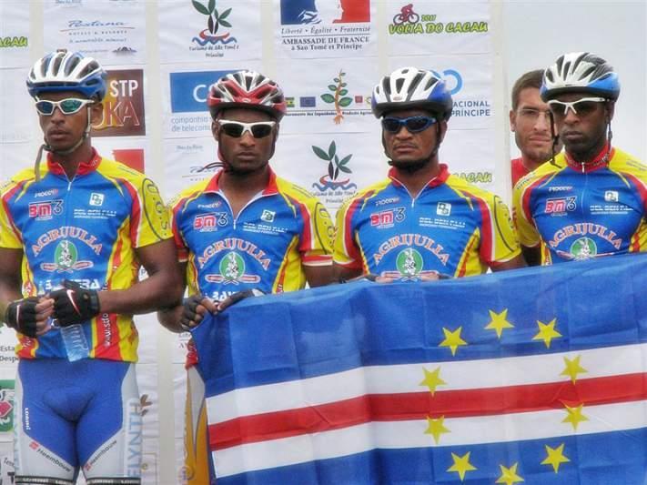 Ciclistas cabo-verdianos na Volta do Cacau em São Tomé