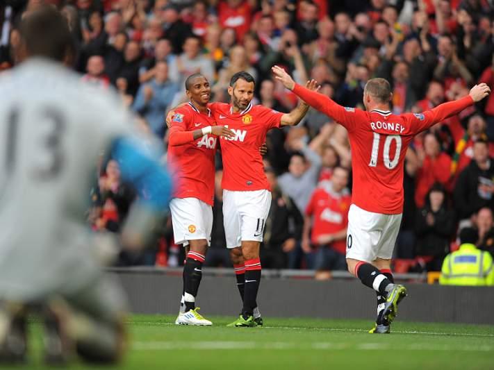 Manchester United joga para manter liderança