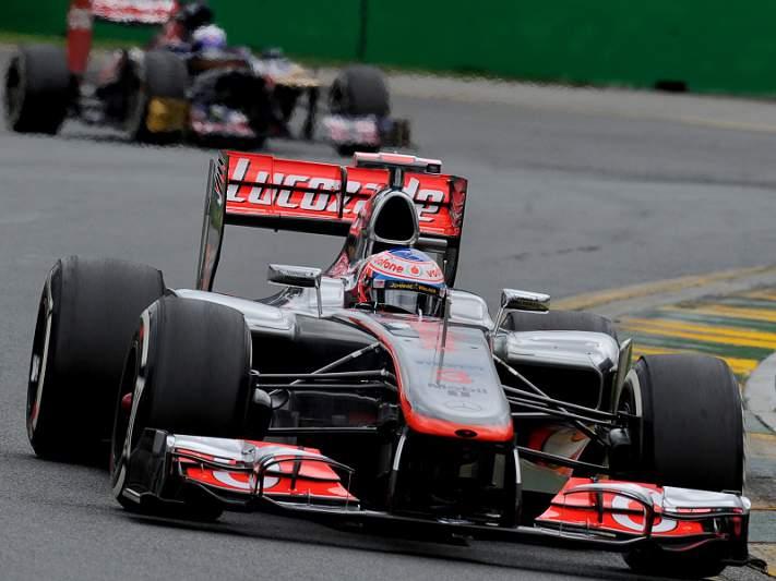 Button intocável no primeiro duelo com Vettel