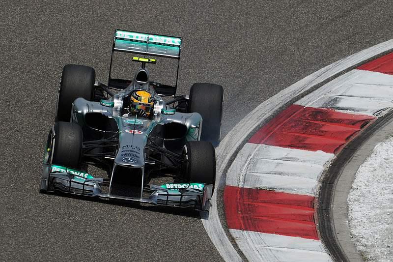 Hamilton conquista primeira pole position pela Mercedes