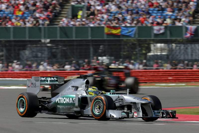 Nico Rosberg vence em Silverstone numa corrida