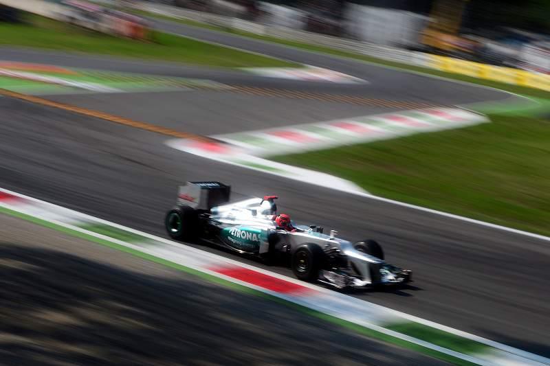 Schumacher mais rápido na primeira sessão