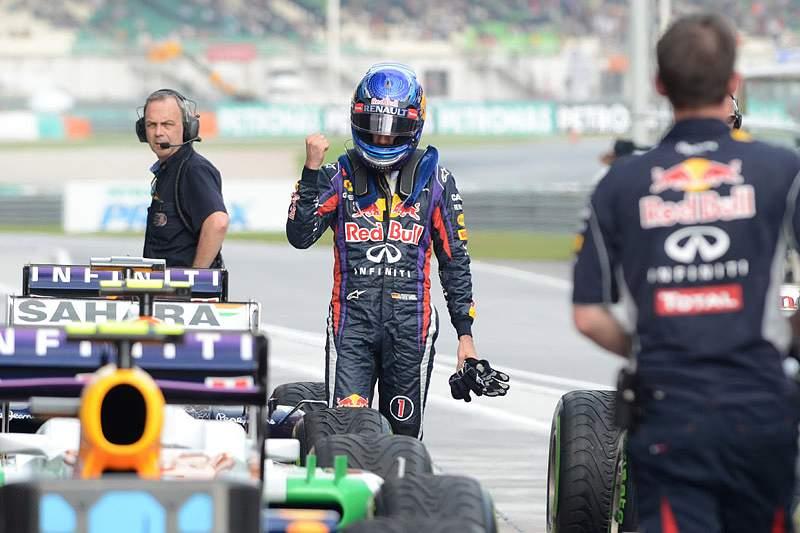 """Vettel vai partir da """"pole position"""" no Grande Prémio da Malásia"""