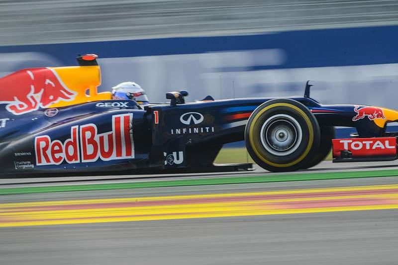 Vettel regista problemas hidráulicos em treino à chuva