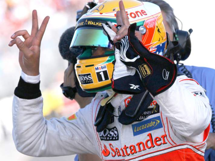 Lewis Hamilton sai na frente na Hungria