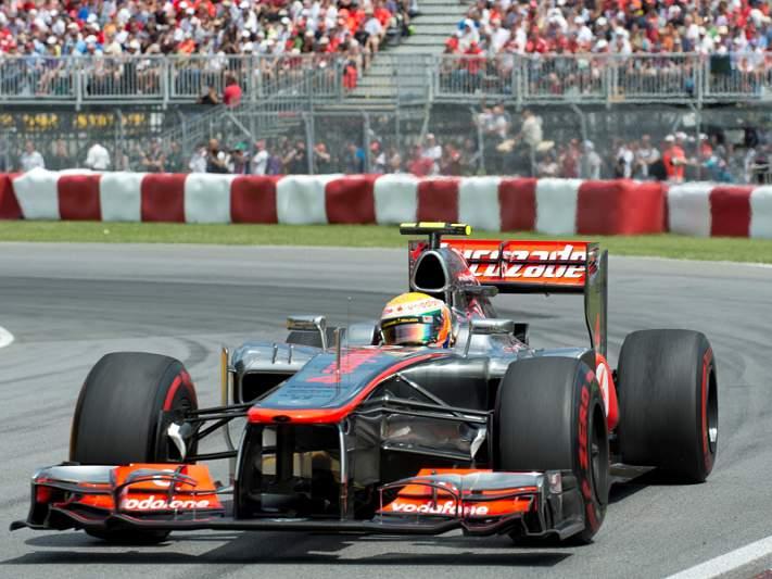 Hamilton está indeciso entre a McLaren e a Mercedes