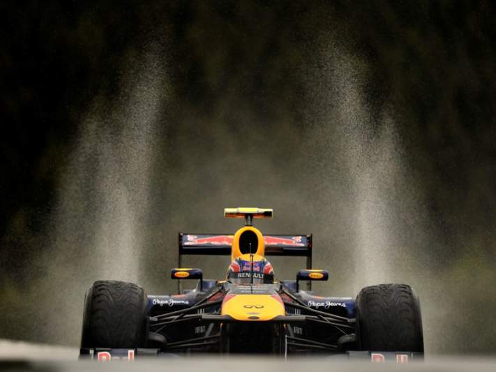 Webber mais rápido em sessão marcada pela chuva
