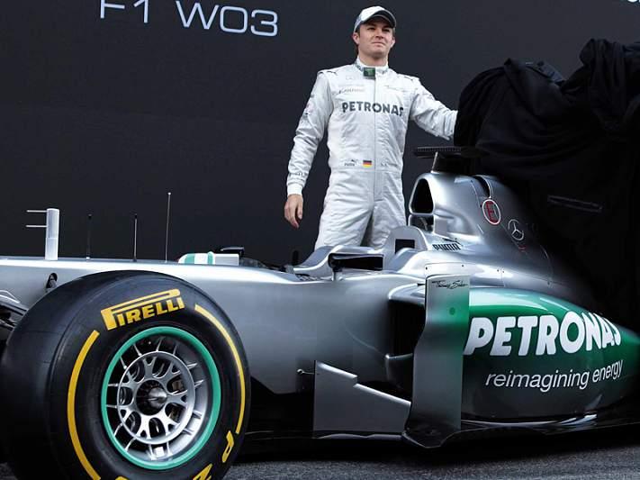 Mercedes apresenta W03 sem novidades