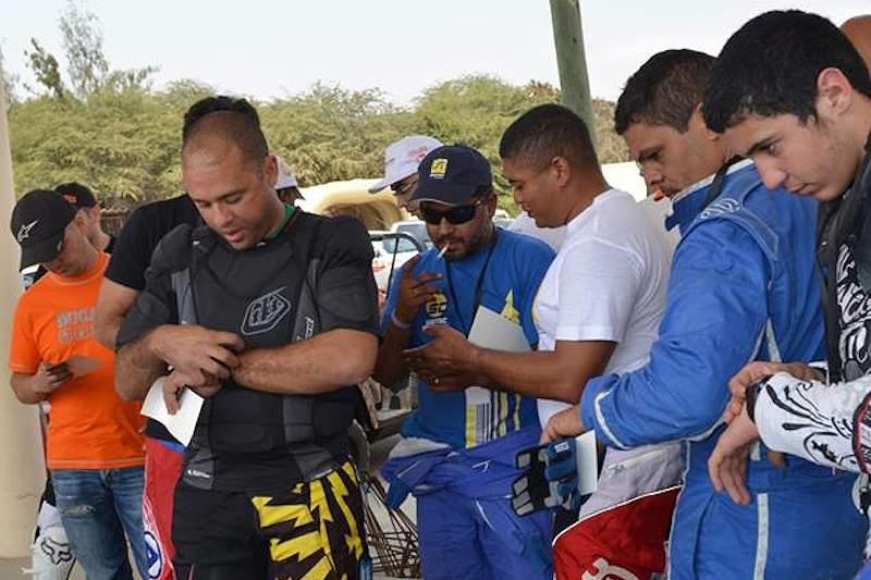 Vuty vence Rally Baía Azul em moto