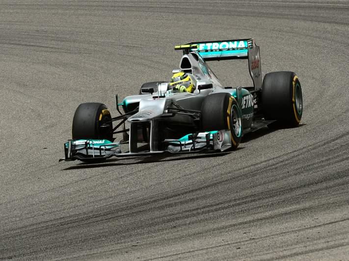 Rosberg continua mais rápido