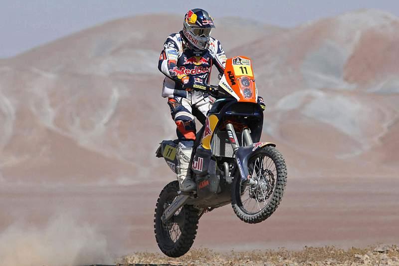 Ruben Faria na frente do Dakar