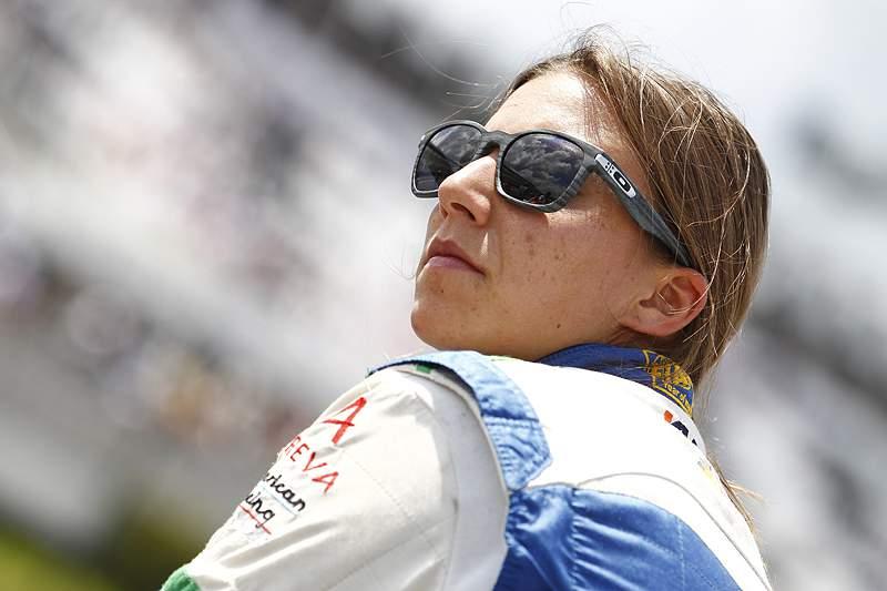Simona De Silvestro assina como piloto de testes da Sauber