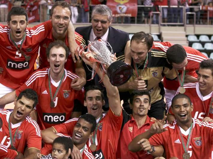 Benfica renova contrato com João Coelho