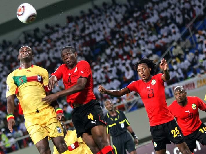 Moçambique estreia-se com derrota