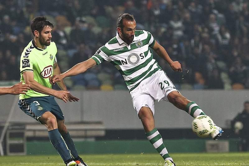 Hérnan Barcos em ação pelo Sporting num jogo contra o Vitória de Setúbal