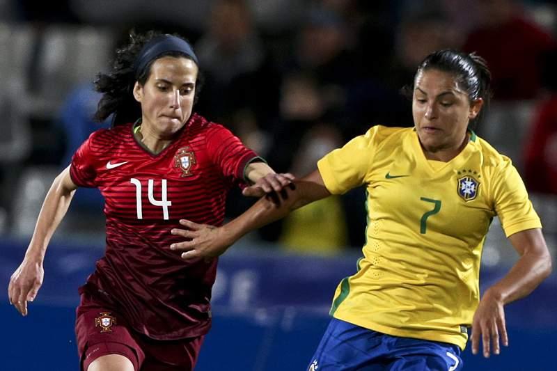 Futebol feminino/Algarve Cup: Dolores Silva em ação frente ao Brasil