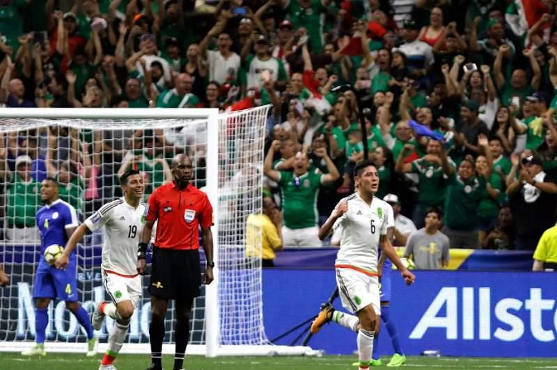 México festeja golo na Taça CONCACAF