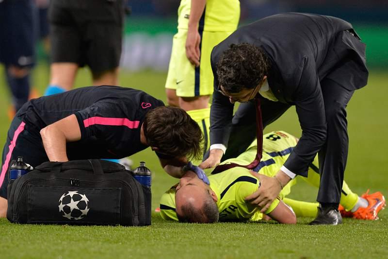 Iniesta lesionou-se no jogo com o Paris Saint-Germain