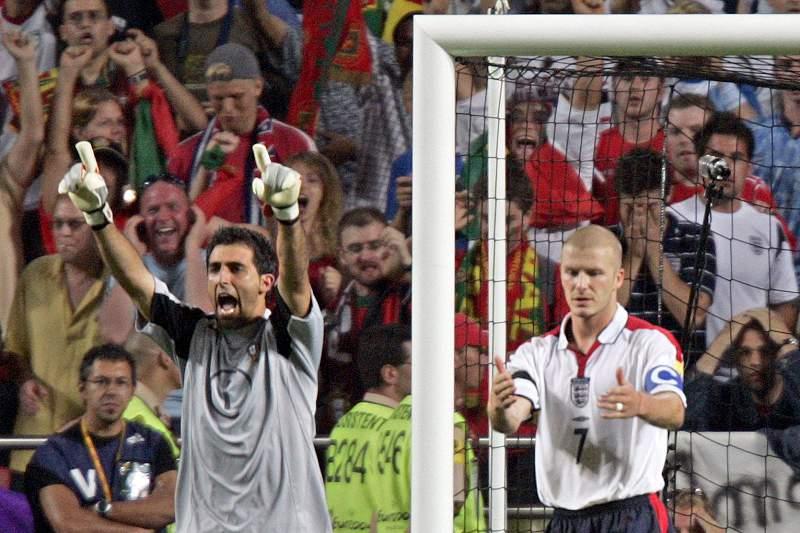 Ricardo celebra um falhanço de Beckham durante o Euro2004