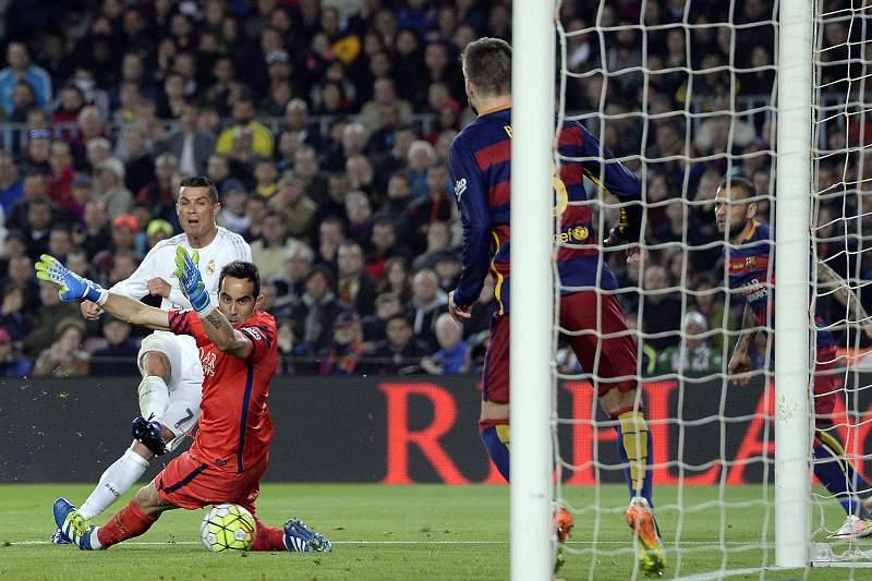 Cristiano Ronaldo no momento do golo da vitória do Real Madrid em Camp Nou