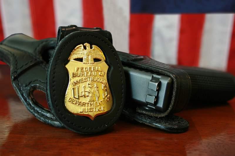 Três técnicas do FBI para detetar se alguém o está a enganar