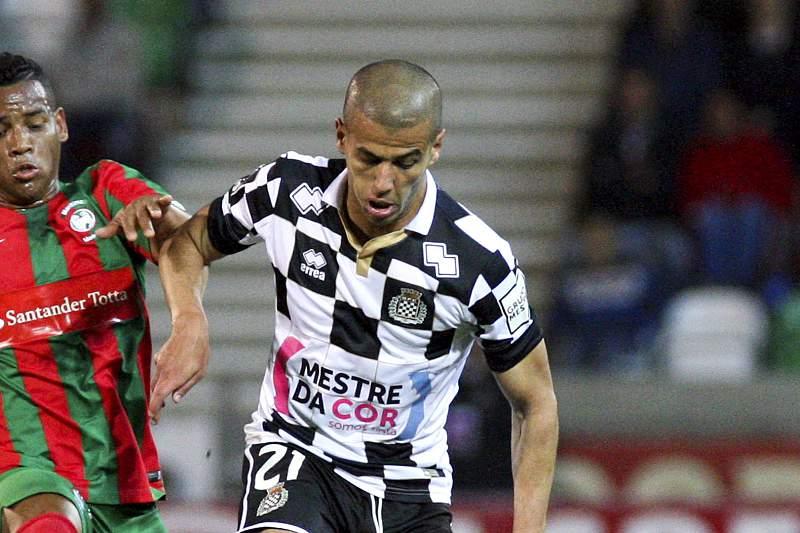 Aymen Tahar em ação pelo Boavista num jogo frente ao Marítimo
