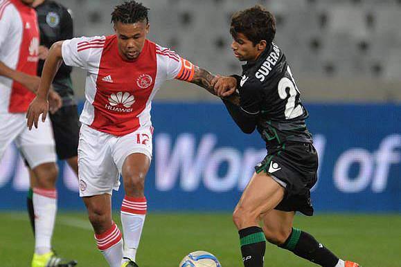 André Martins em ação no jogo contra o Ajax Cape Town
