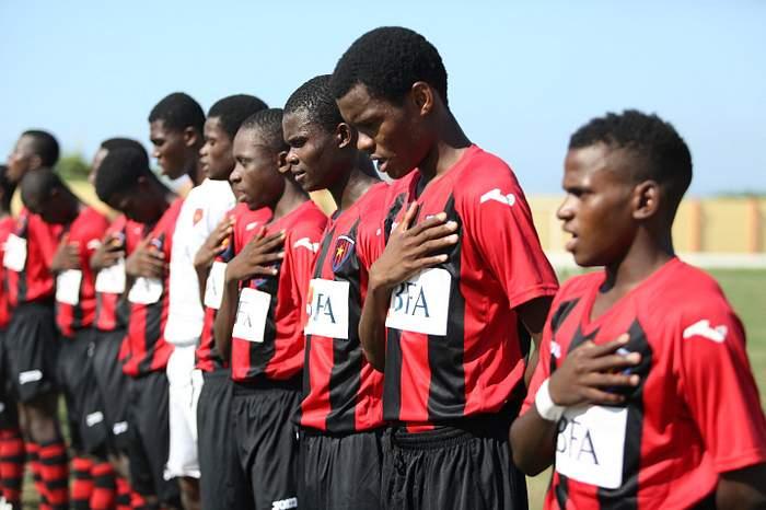 Jogadores do 1º de Agosto antes de um jogo