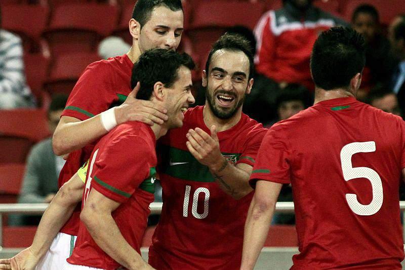 Seleção de futsal vence grupo