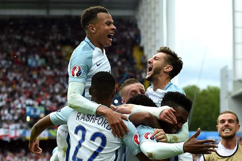 Sturridge celebra o golo da vitória da Inglaterra sobre o País de Gales