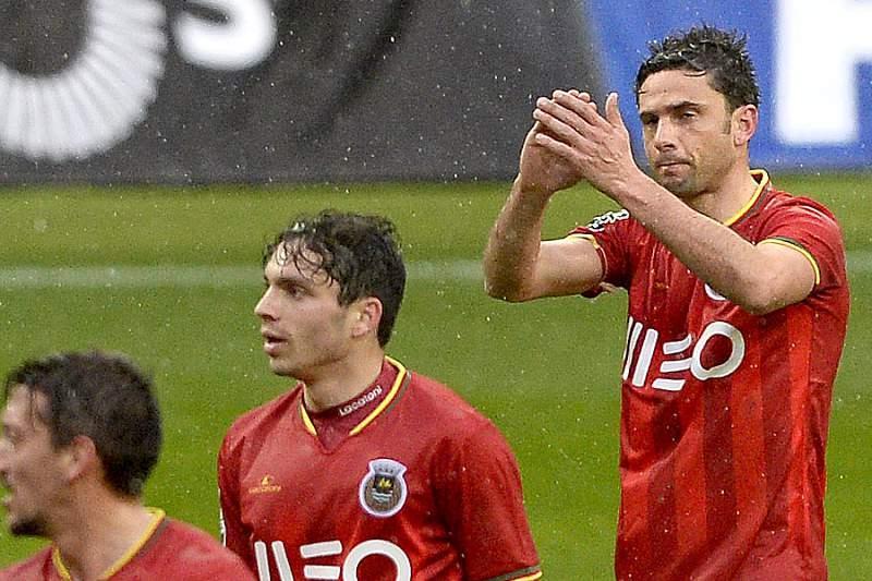 Hélder Postiga celebra um golo no Estádio do Bessa com a camisola do Rio Ave no triunfo sobre o Boavista por 2-1