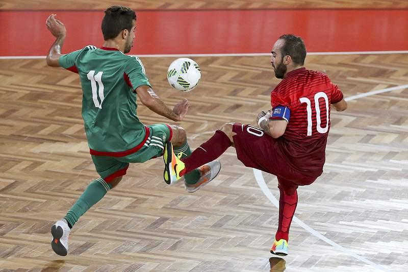 Bilal Bakkali em ação contra Ricardinho.