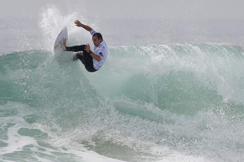 Tiago Pires em ação na primeira ronda do Moche Rip Curl Pro Portugal