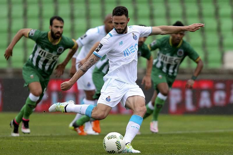 Miguel Layún marcou um dos três golos do FC Porto em Vila do Conde