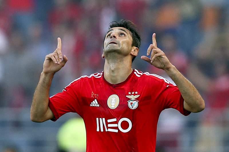 Jonas abre vaga para um extracomunitário no Benfica para a Champions