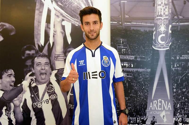 Alberto Bueno assina por cinco épocas