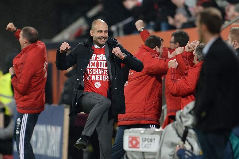 Pep Guardiola celebra vitória do Bayern Munique