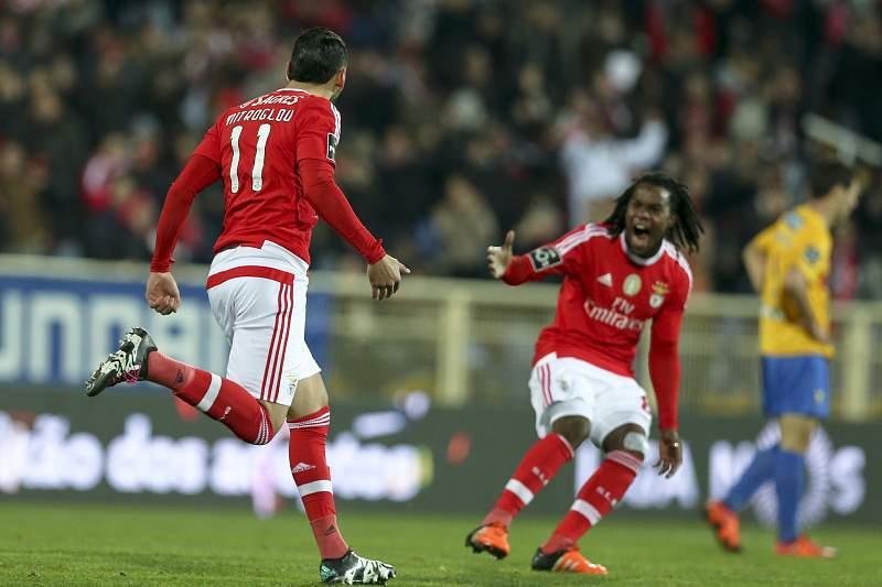 Mitroglou celebra o primeiro golo do Benfica frente ao Estoril-Praia