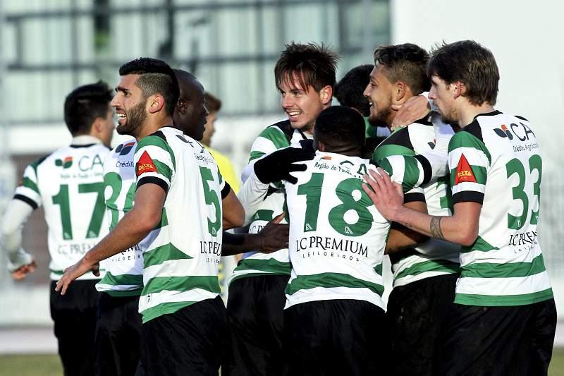 Os jogadores do Sporting da Covilhã celebram a marcação de um golo contra o Estoril