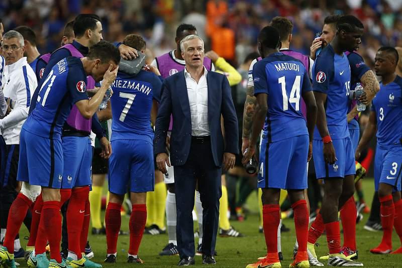 Didier Deschamps não escondeu a desilusão pela derrota na final do Euro2016