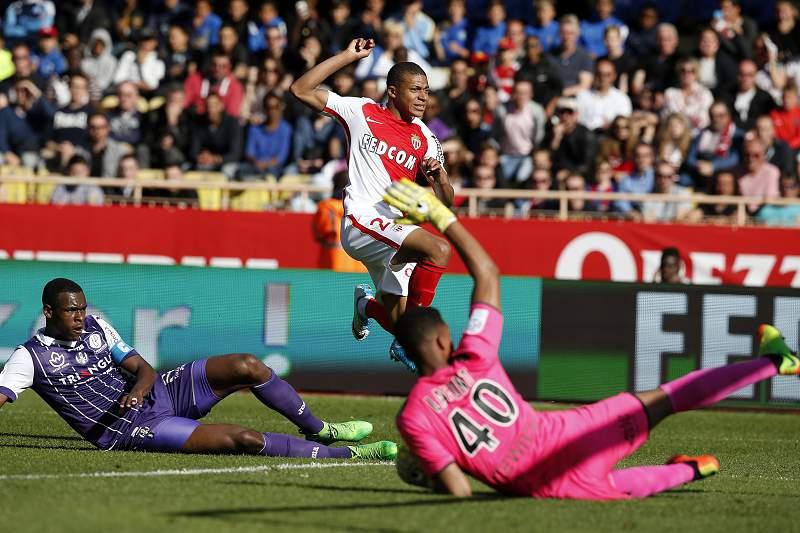 Mónaco vence Toulouse e mantém liderança