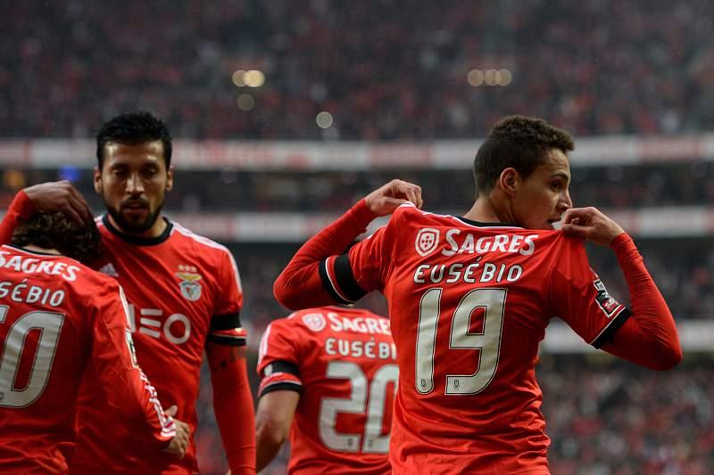 Rodrigo celebra um golo pelo Benfica no 'clássico' de 2013/2014