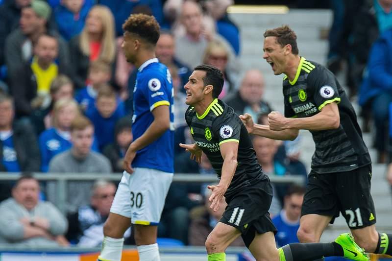 Pedro festeja o golo do Chelsea contra o Everton