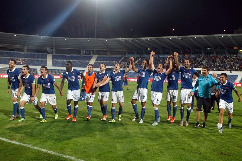 Jogadores do Belenenses celebram o apuramento para a fase de grupos da Liga Europa