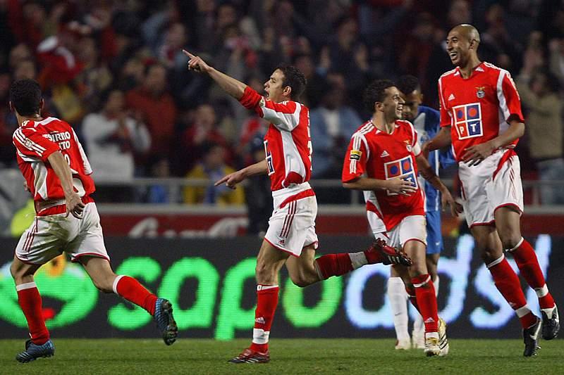 Laurent Robert celebra um golo frente ao FC Porto no clássico com o Benfica